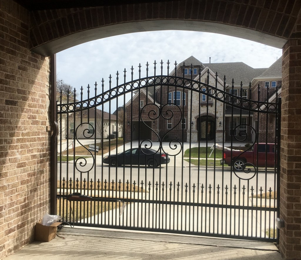Automatic iron gates curity for houses driveway